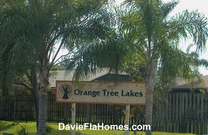 Oak Tree Lakes in Davie Florida
